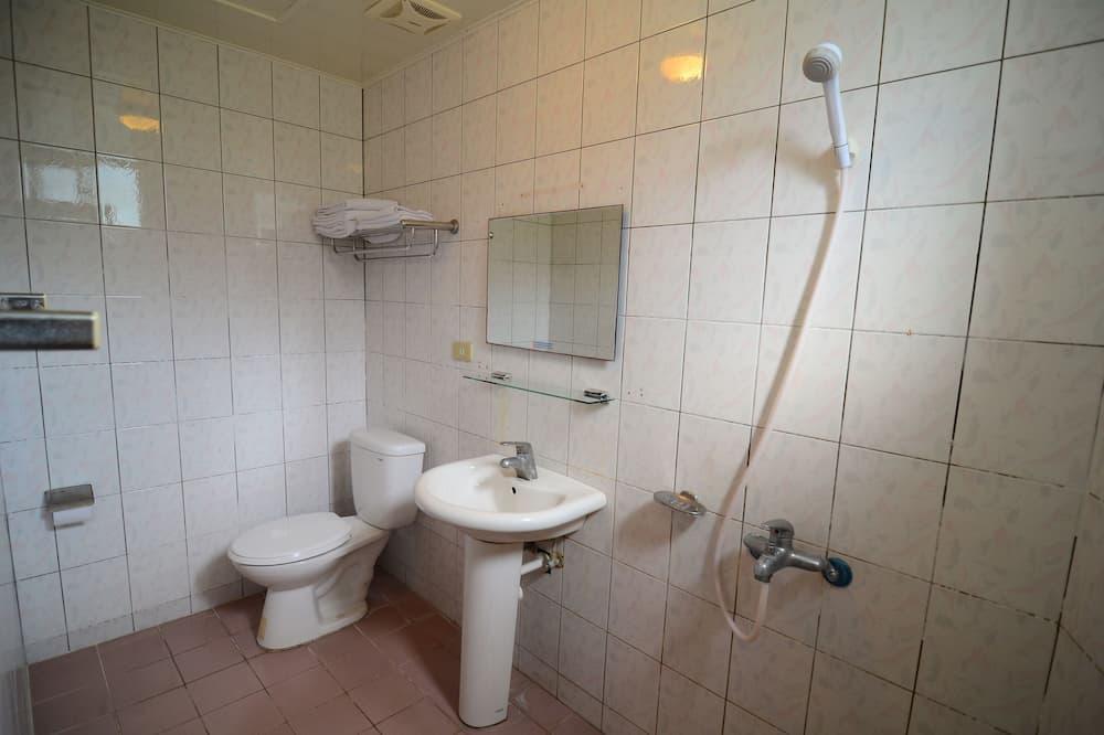 Chambre Standard avec lits jumeaux, 2 lits une place - Équipement de la salle de bain
