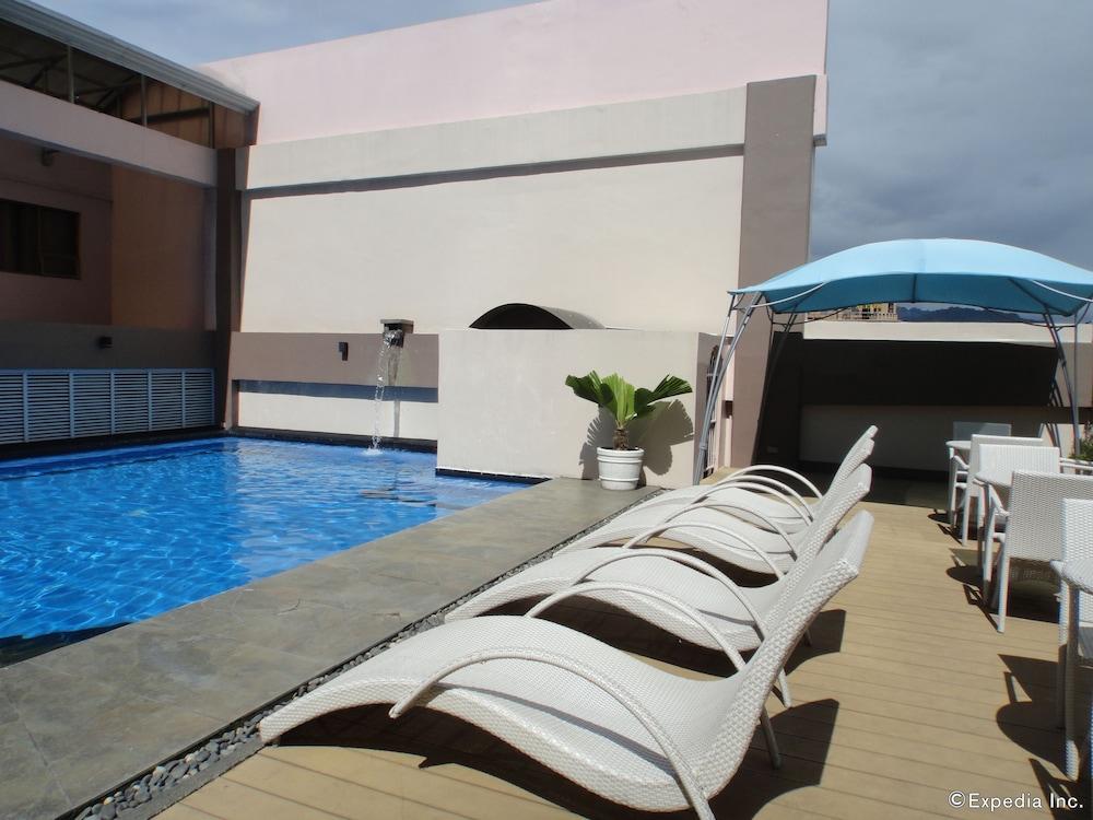 Book diamond suites and residences in cebu - Diamond suites cebu swimming pool ...