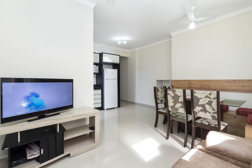 Rent Apartment 3 bedrooms w/ 1 suite - 680