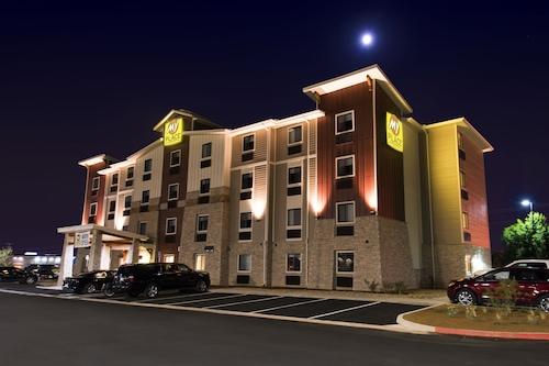 โรงแรมมายเพลส-โอเวอร์แลนด์
