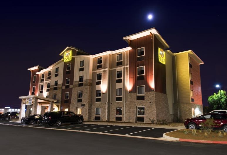 My Place Hotel-Overland Park, KS, Overland Park, Průčelí hotelu ve dne/v noci