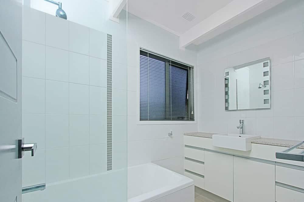 House (4 Bedrooms) - Bathroom