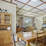 Ferienhaus (3 Bedrooms) - Essbereich im Zimmer
