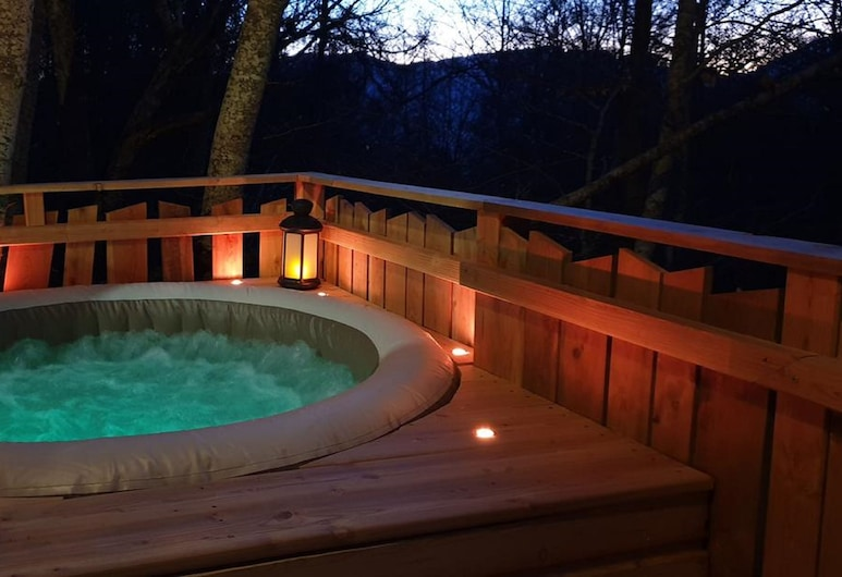 Les Cabanes Enchantées, Saint-Leger-les-Melezes, Outdoor Spa Tub