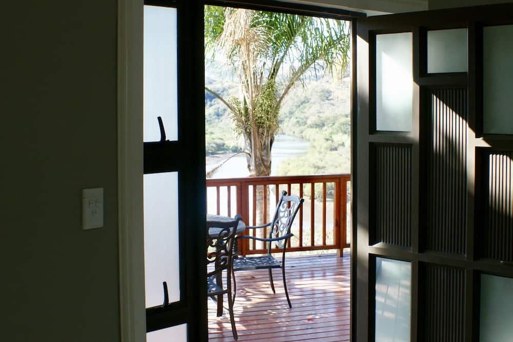 Room 8: Luxury Rondawel (9) - Balcony