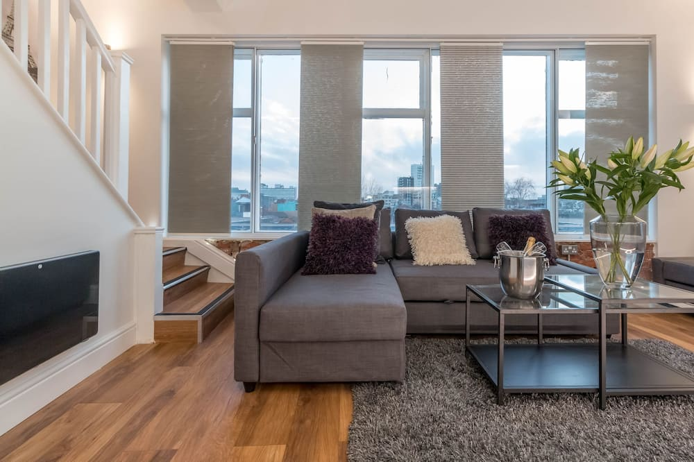 Penthouse (with Rooftop Terrace, Sleeps 8) - Sala de estar