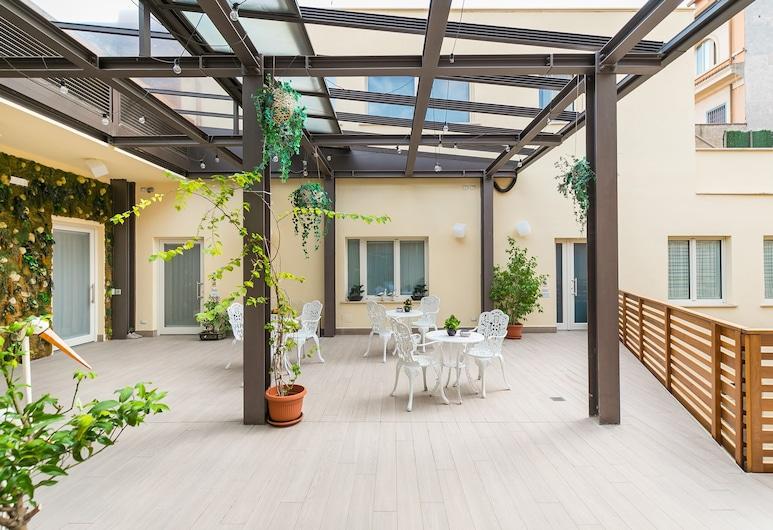 德米特拉旅館, 羅馬, 露台