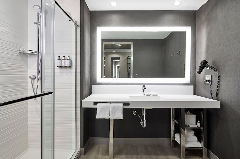 Room, 1 King Bed, Bay View, Corner - Bathroom
