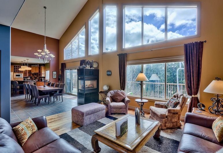 Soleil Chalet By Bear Country, Sun Peaks, House, 4 Bedrooms, Living Room