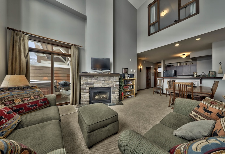 Stones Throw #56 By Bear Country, Sun Peaks, Condo, 3 Bedrooms, Living Room