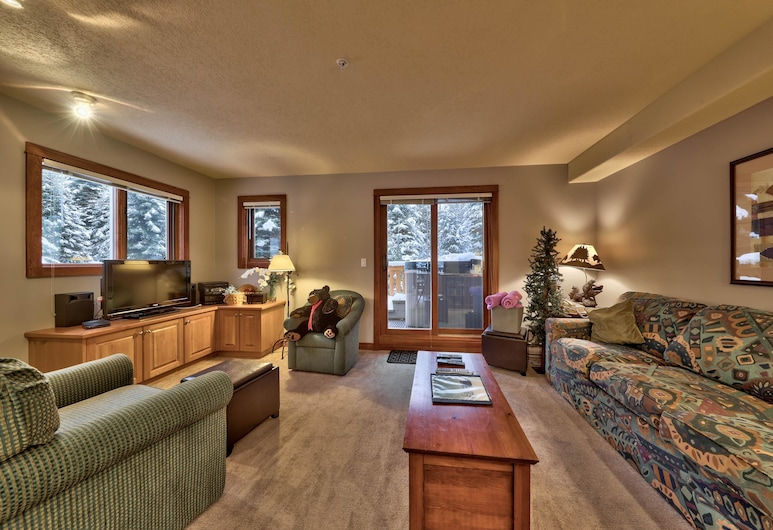 Timberline Village #14 By Bear Country, Sun Peaks, Townhome, 2 Bedrooms, Living Room