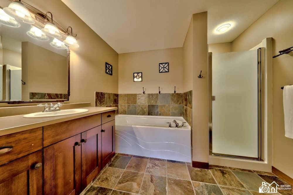 Lakás, 2 hálószobával - Fürdőszoba