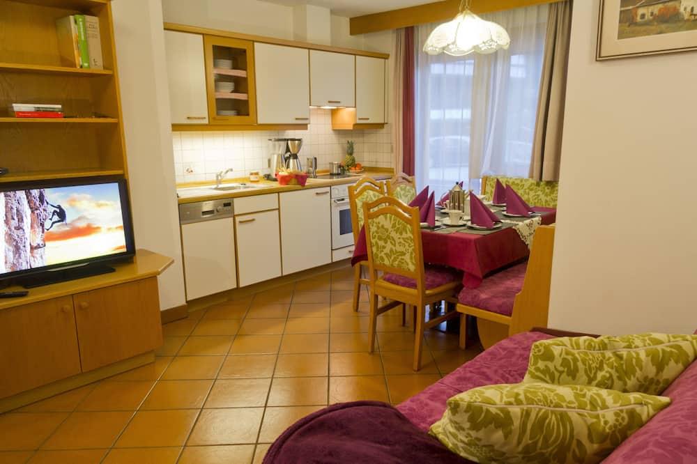 Апартаменты, 2 спальни, вид на горы, первый этаж (Latemar) - Гостиная