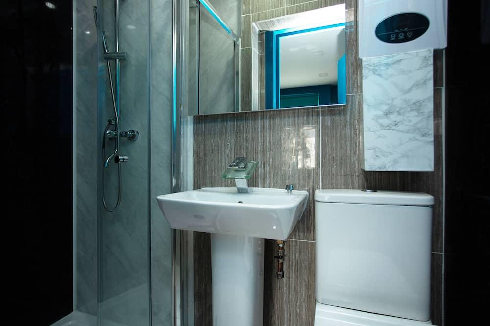 Deluxe Tek Büyük Yataklı Oda, Banyolu/Duşlu - Banyo