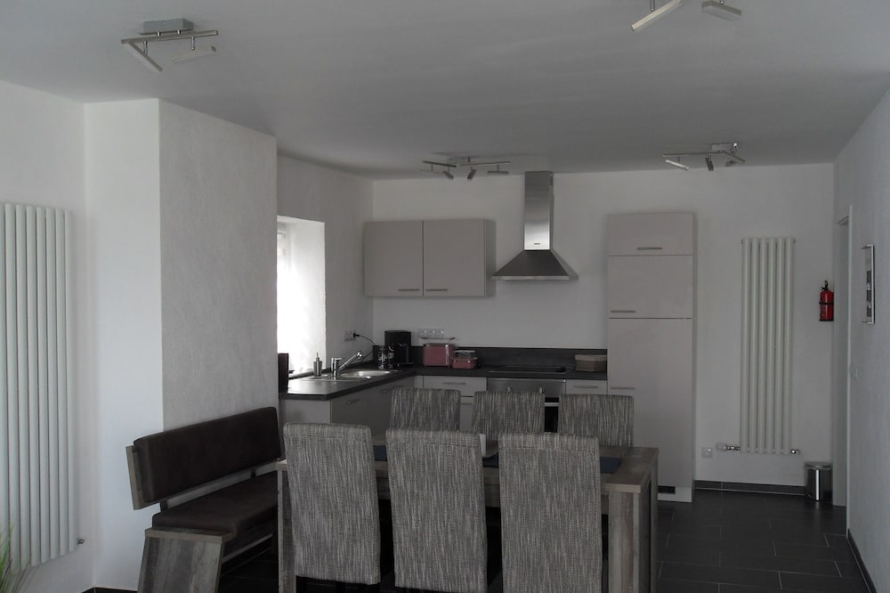 Comfort Room (1 - Shared Kitchen and Lounge) - Shared kitchen