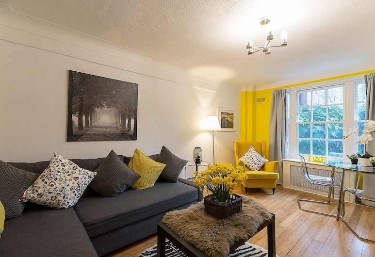 Charming 1 Bedroom Apartment Near Hyde Park & Oxford St, London, Apartment, Ensuite, Lounge