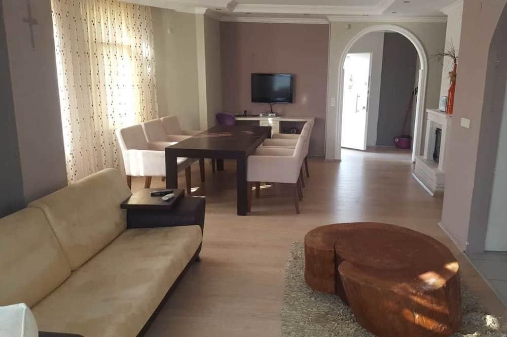 Comfort Villa, 3 Bedrooms, Private Pool - Living Area