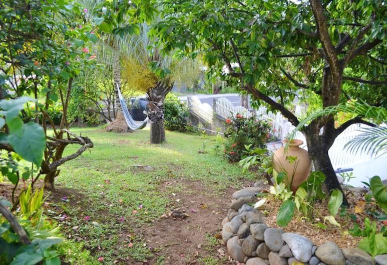 Studio in Deshaies, With Wonderful sea View, Shared Pool, Enclosed Garden - 2 km From the Beach, Deshaies, Garten