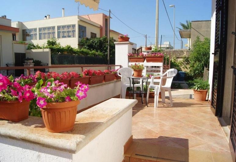 Salentum B&B, Morciano di Leuca, Habitación triple clásica, Terraza o patio