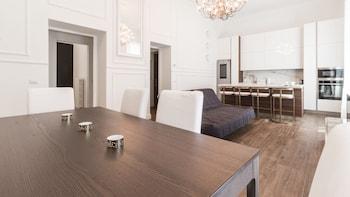 Introduce sus fechas y vea precios de hoteles última hora en Milán