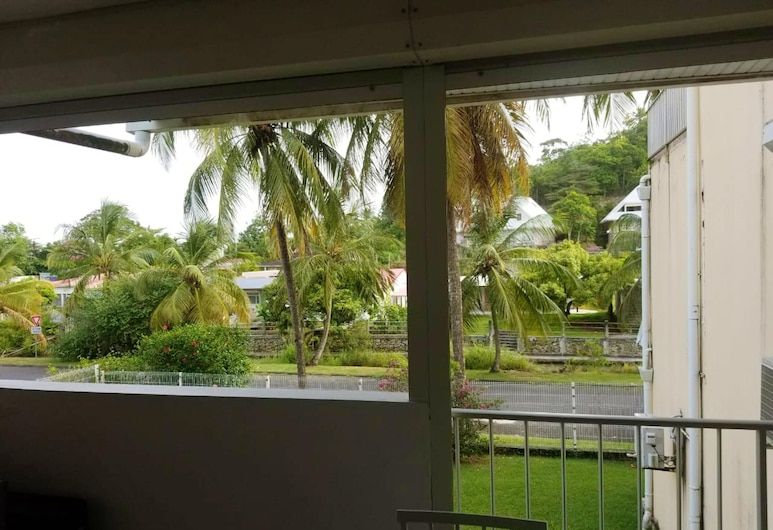 Apartment With one Bedroom in Le Gosier, With Enclosed Garden and Wifi - 900 m From the Beach, Le Gosier, Verönd/bakgarður