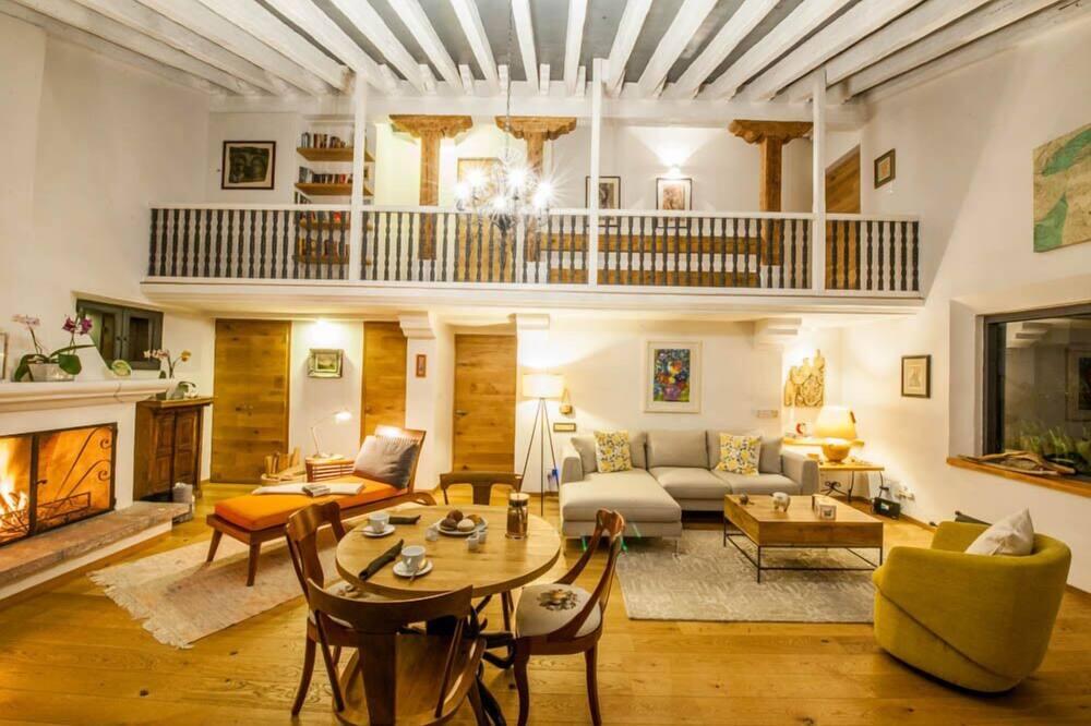 Superior Δωμάτιο, 1 Queen Κρεβάτι, Ιδιωτικό Μπάνιο, Μερική Θέα στη Λίμνη - Περιοχή καθιστικού