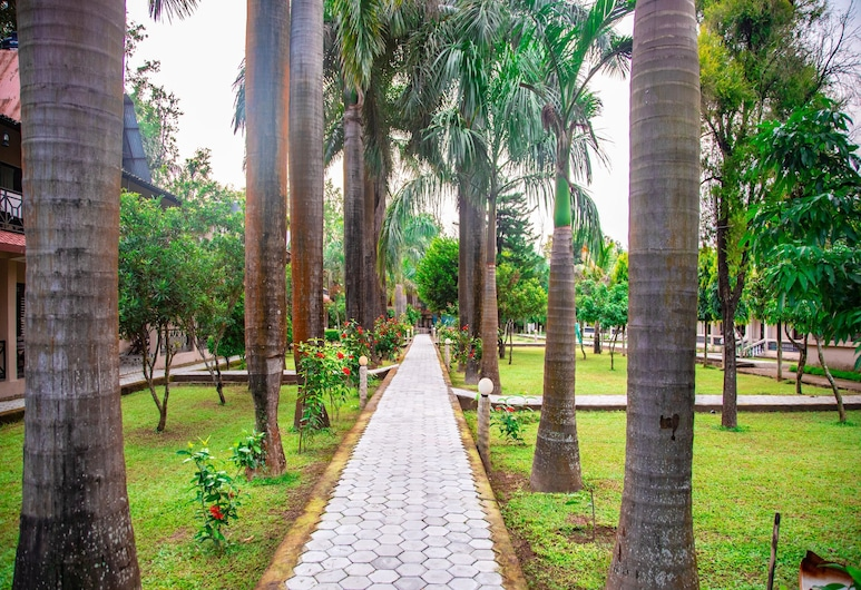OYO 556 Chitwan Riverside Resort, Sauraha, Jardin
