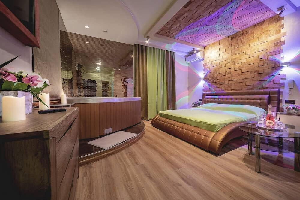 Honeymoon Suite, Jetted Tub - Guest Room