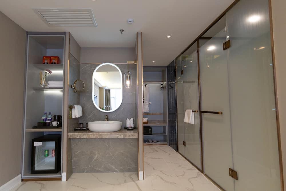 Privilege ルーム キングベッド 1 台 - バスルーム