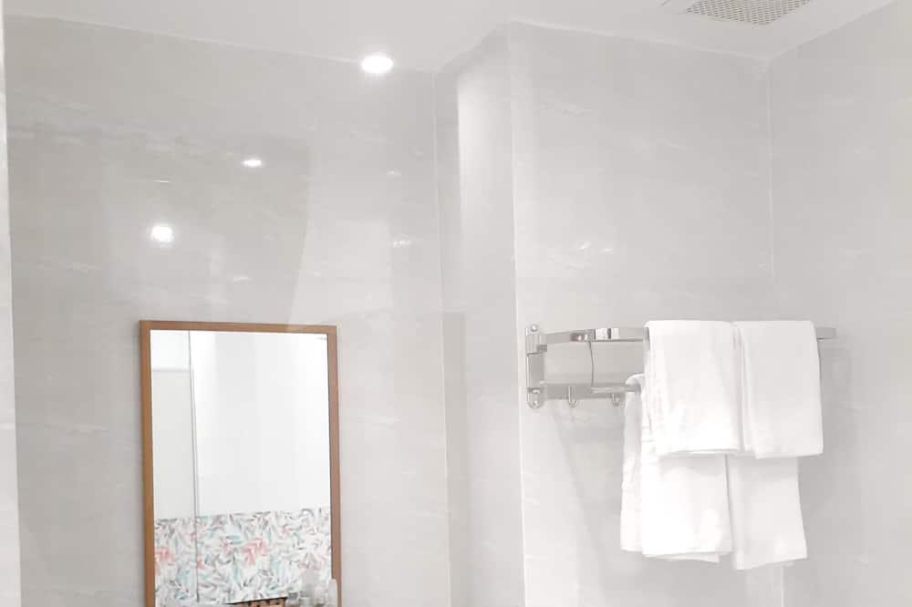 Standard-Doppelzimmer zur Einzelnutzung - Badezimmer