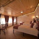 Triple Room (Karayilan) - Guest Room