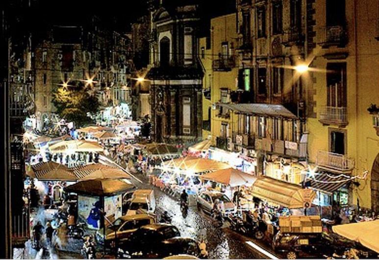 Casa D'Amore, Naples, Bagian depan properti