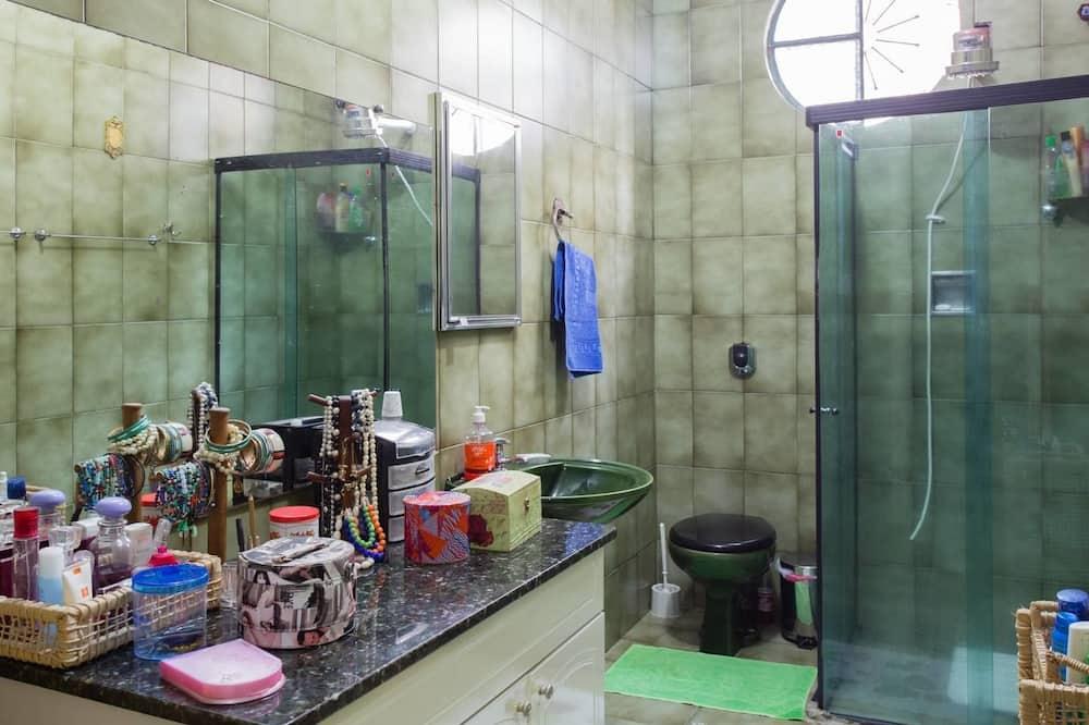 Quarto conforto (8 pax) - Banheiro