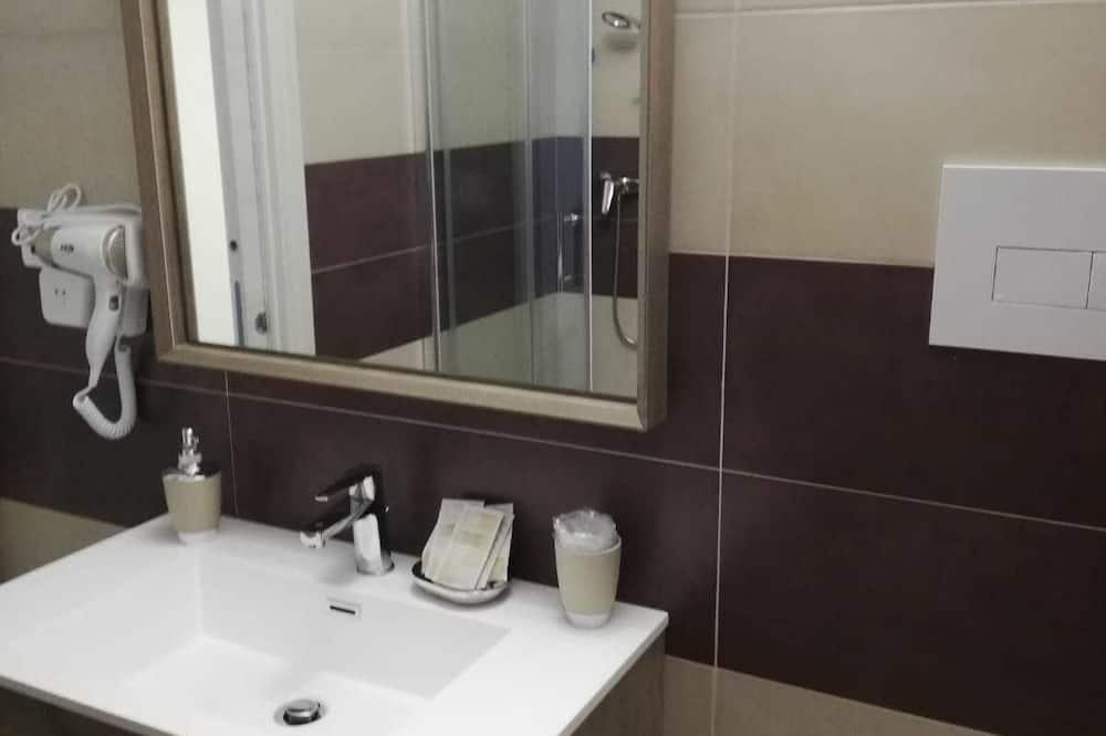 Triple Room (Rosaspina) - Bathroom
