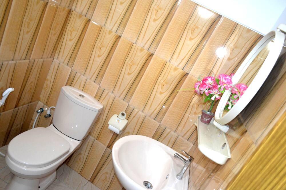 Economy Triple Room - Bathroom