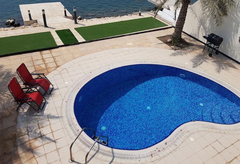 Luxury villa with private pier, Durrat Al Bahrain, Kolam Renang