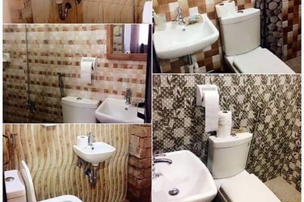 Værelse til 3 personer - privat badeværelse (Room 11 or 14) - Badeværelse