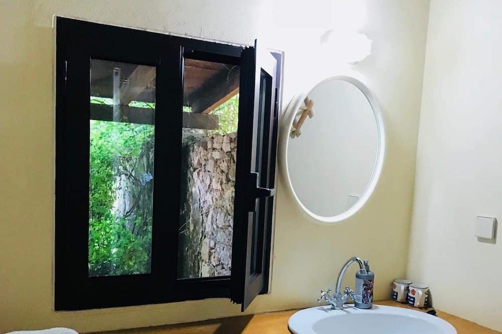 Habitación Prestigio con 1 cama doble o 2 individuales - Lavabo en el baño