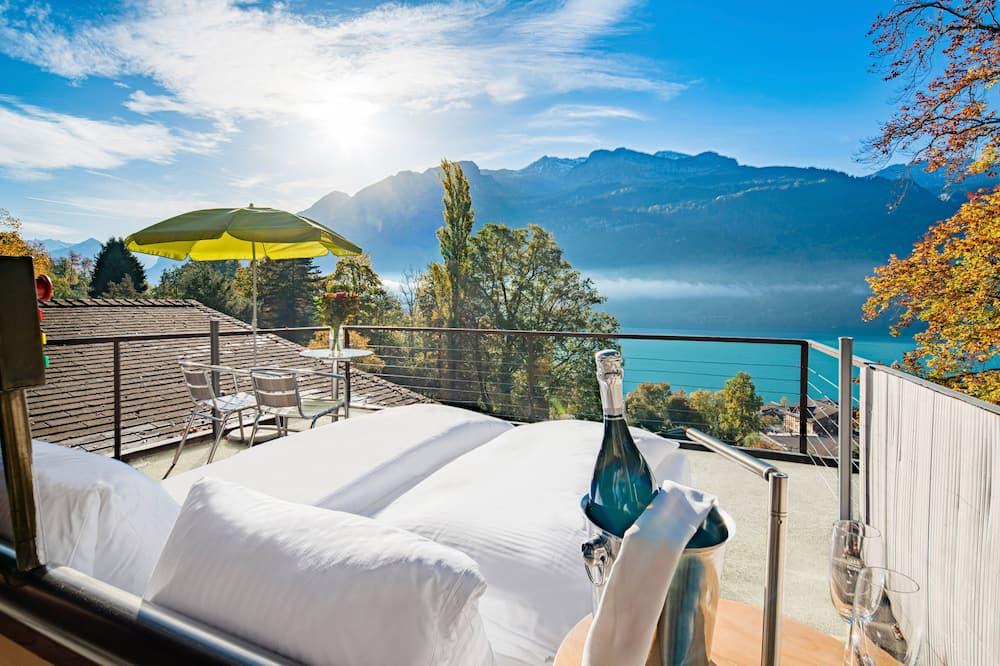 Suite, Non Smoking, Lake View - Terrace/Patio