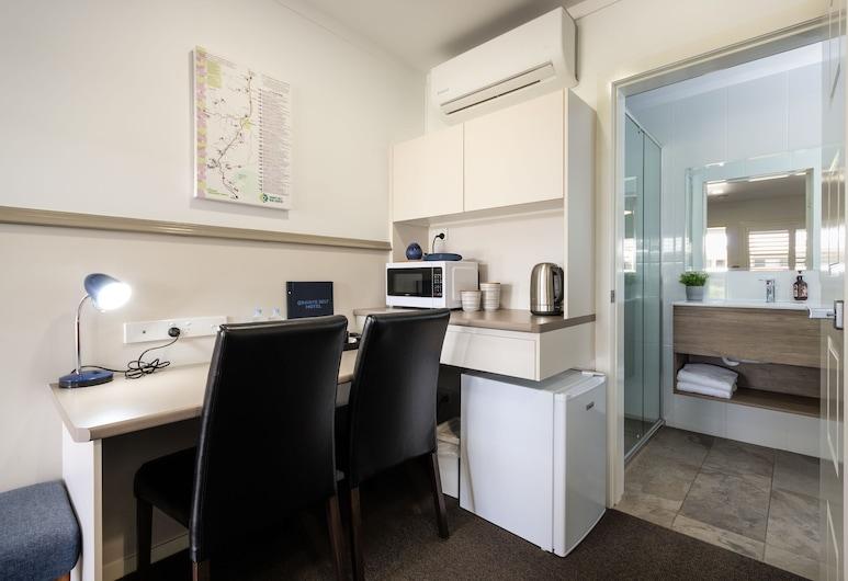 GRANITE BELT MOTEL, Stanthorpe, Deluxe Twin Room, Living Area