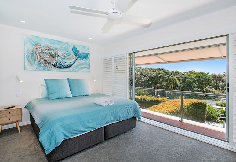 Number 4 James Cook Apartments, Byron Bay, Family Apartment, View from room