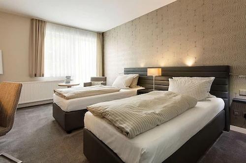 海曼酒店/