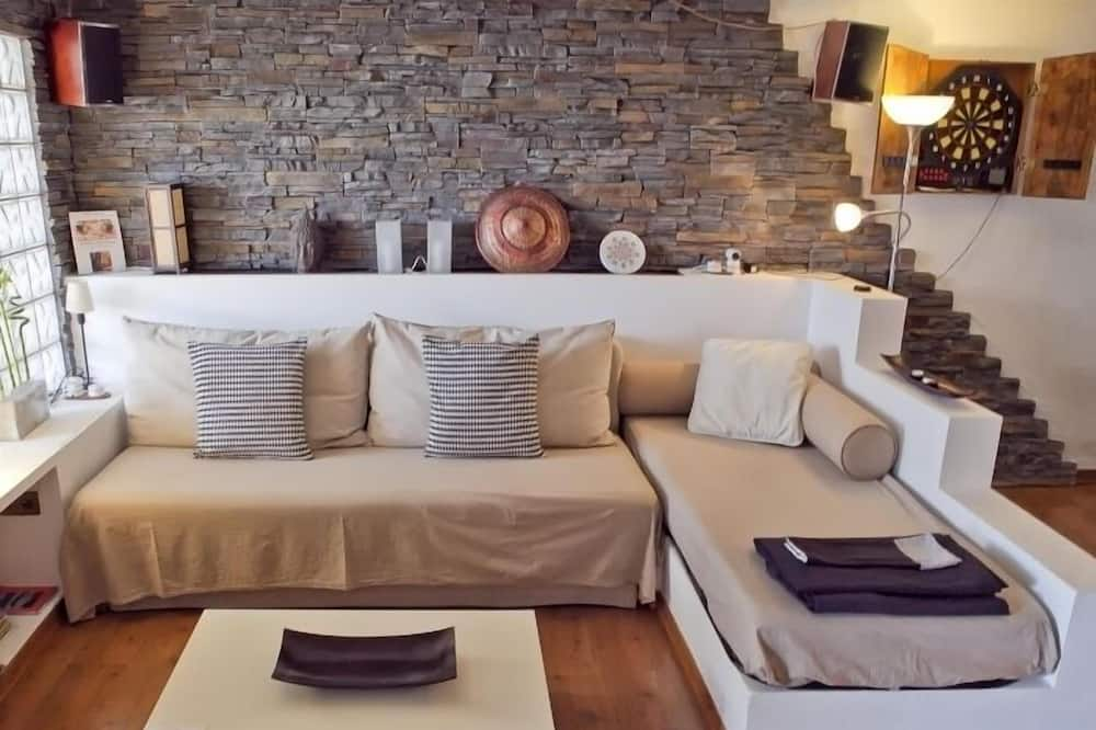 House, 1 Bedroom, Pool Access - Living Area