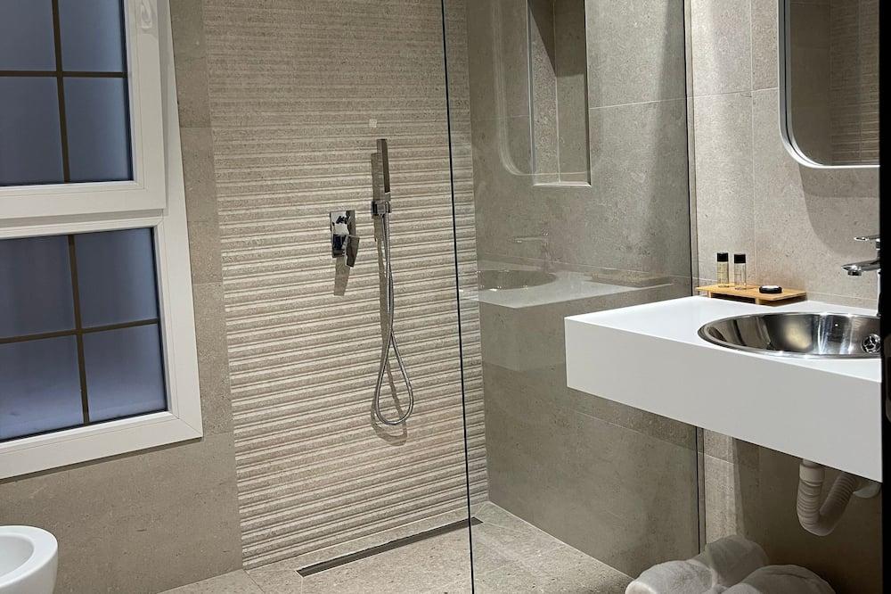 Deluxe Double Room, 1 King Bed, Non Smoking - Bathroom