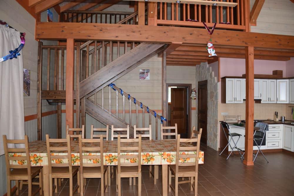 Villa, 4 Bedrooms (A2) - Living Room