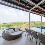 Penthouse with Lake View - Balkonas