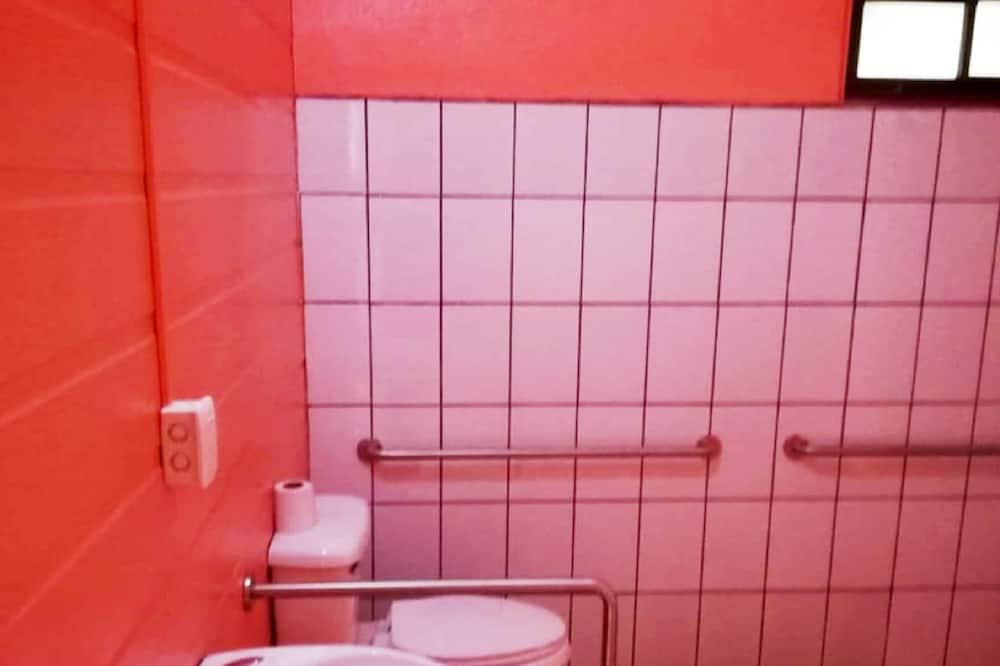Vasarnamis šeimai - Vonios kambarys