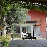 Villetta Glicine Close to the Mountains and Lake Garda