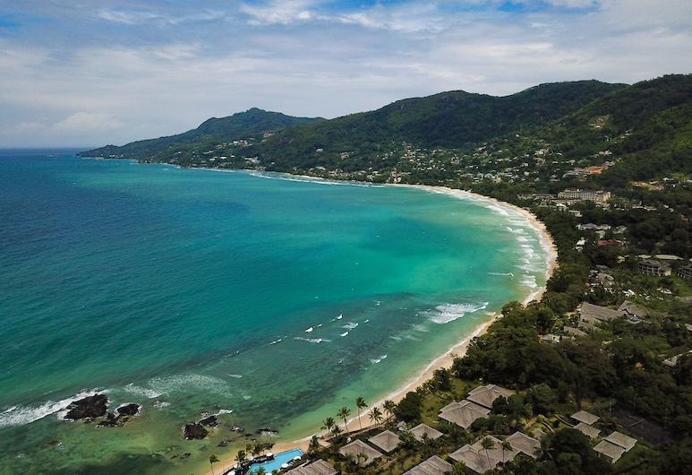 Whispering Palms Self Catering Apartment, האי מאהה, חוף ים