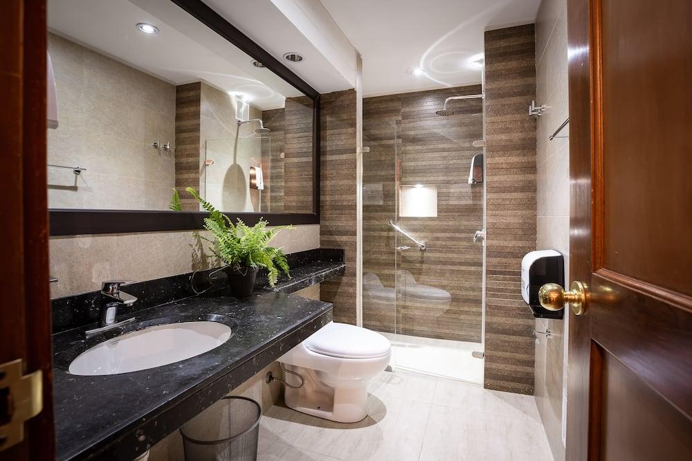 4 Bed Dorm Plus - Baño